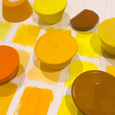 Pains d'encaustique dans tous les tons de jaune, Couleurs & C°